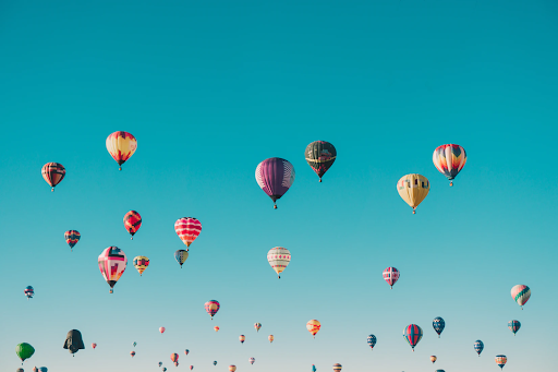a group of hot air balloons